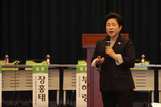 국민의당 신용현 의원이 출연연의 연구자율성을 높이는 방안에 대해 발언하고 있다. - 김진호 제공
